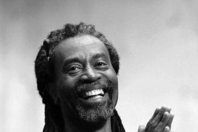 Photo of Bobby McFerrin laughing and clapping