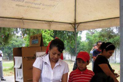 Group of voters in El Salvador
