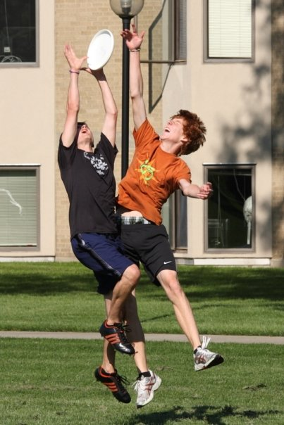 Ultimate frisbee in action