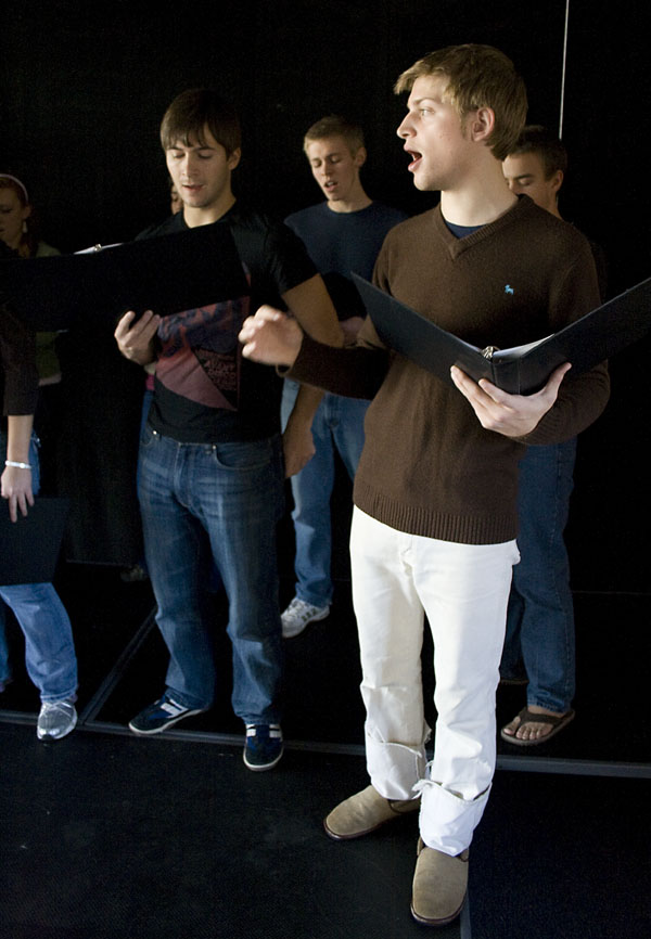 Patrick Ressler leads the Dynamics in song