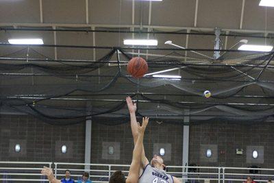jumpball at basketball game