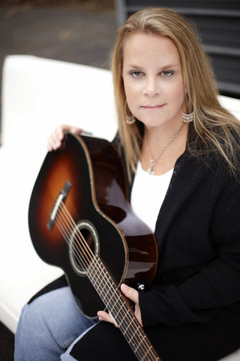 Mary Chapin Carpenter and her guitar