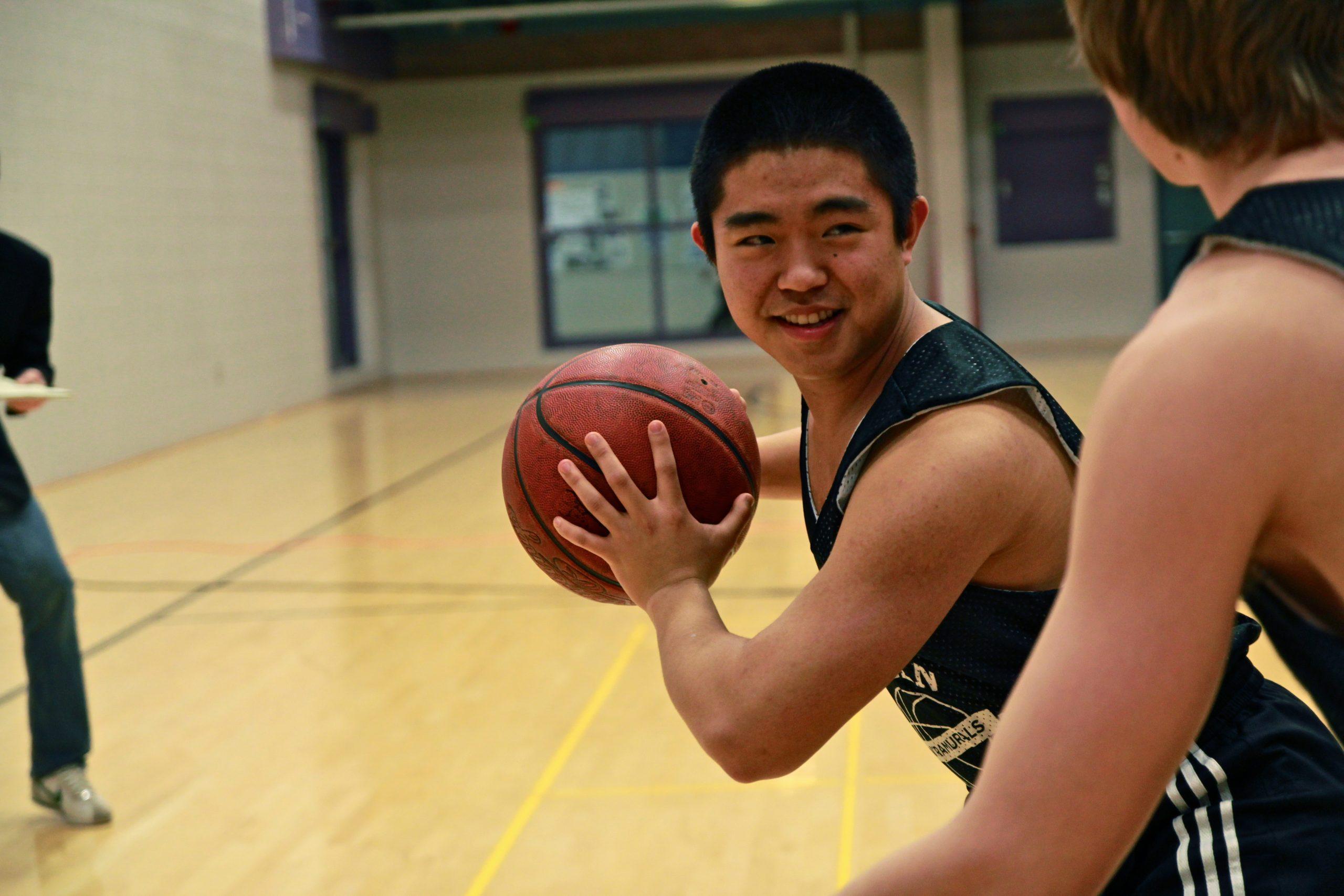 Minah Kim playing basketball