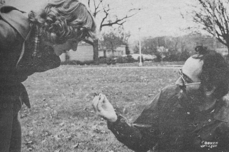 Steven Johns shows a four-leaf clover to Tina Yoder in 1979