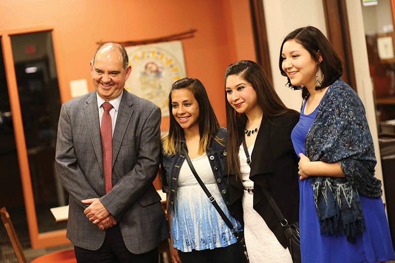 Consul Jorge Sanchez poses with GC students.