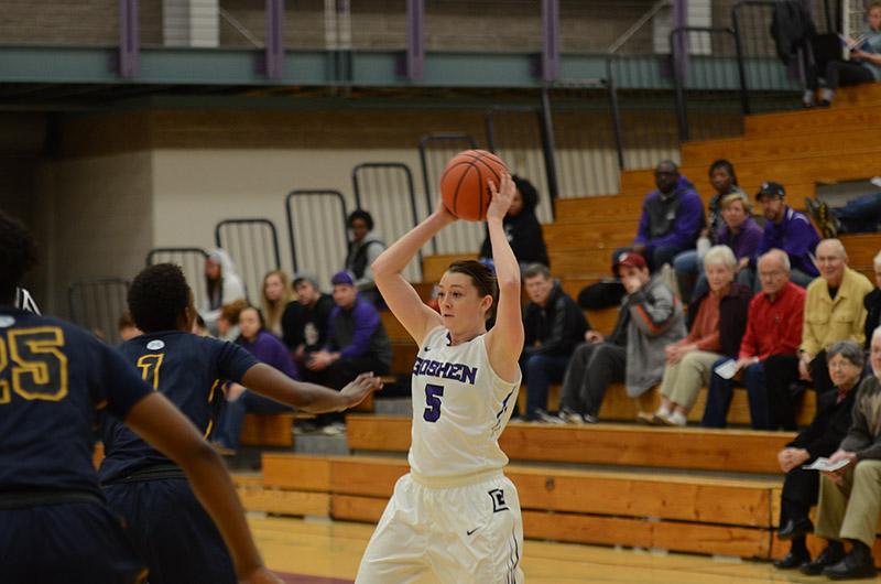 Liz Tecca playing basketball