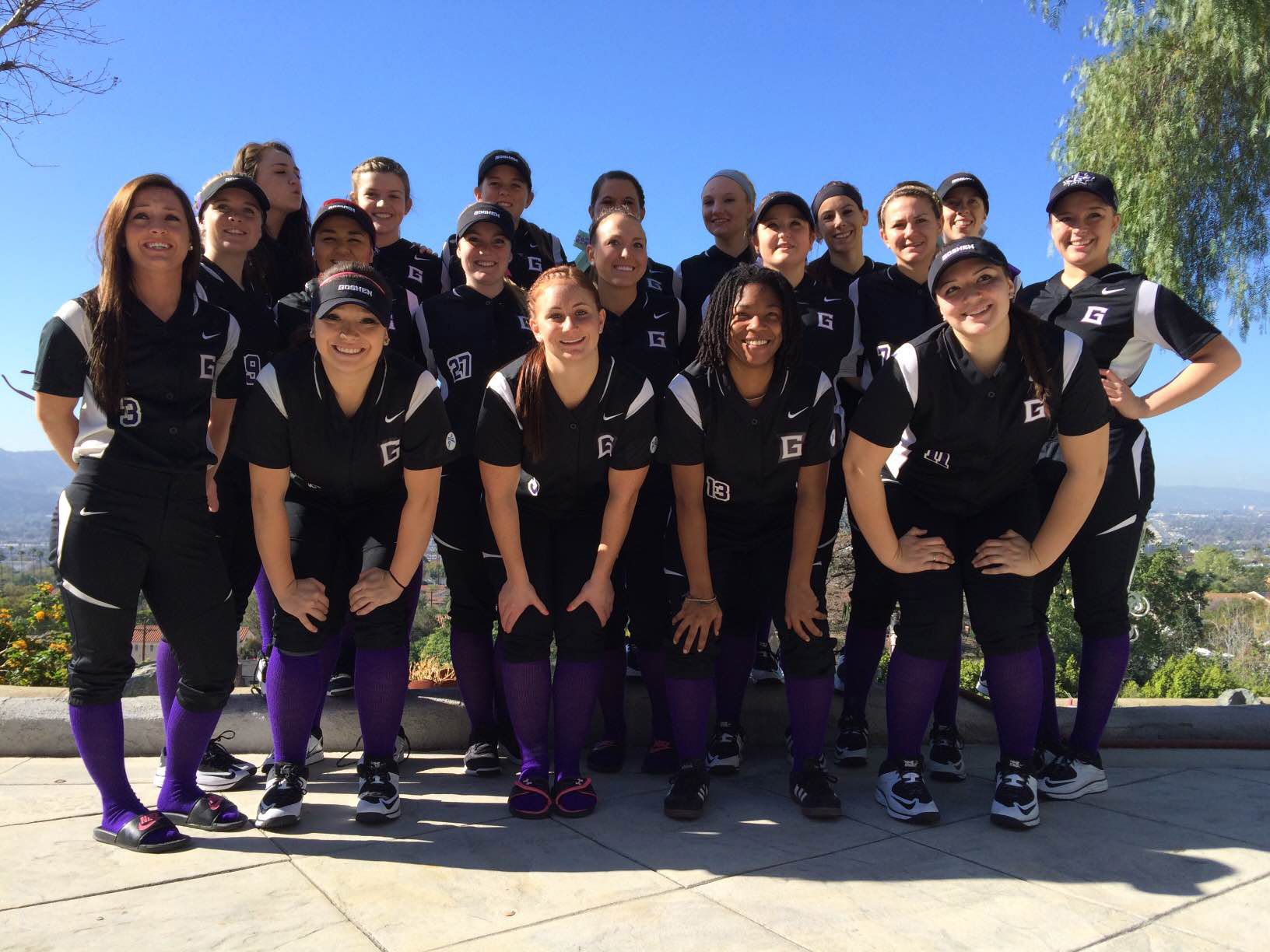 team picture of softball in California