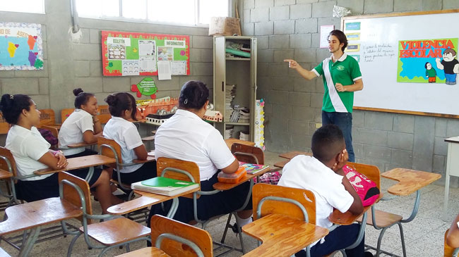 Jesse Amstutz at the front of a Honduran classroom