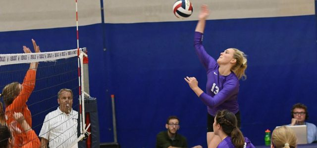 Women's volleyball drops straight sets to Wildcats