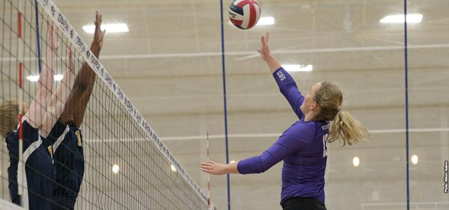 Women's volleyball falls against Huntington, Marian