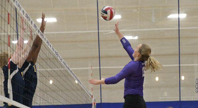 Women's volleyball falls against Huntington, Marian