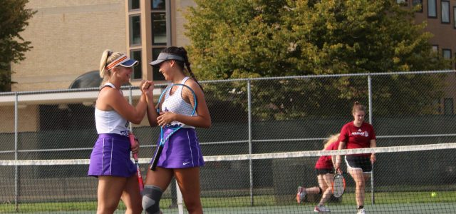 Women's tennis breaks year-long losing streak