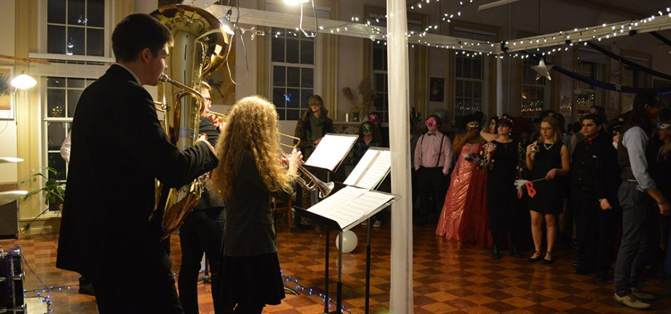 Art Club gets the ball rolling with masquerade party